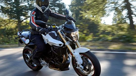 Cómo preparar un viaje largo en moto