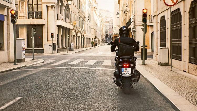 Carril avanzamotos: ¿La solución para que las motos avancen con seguridad?